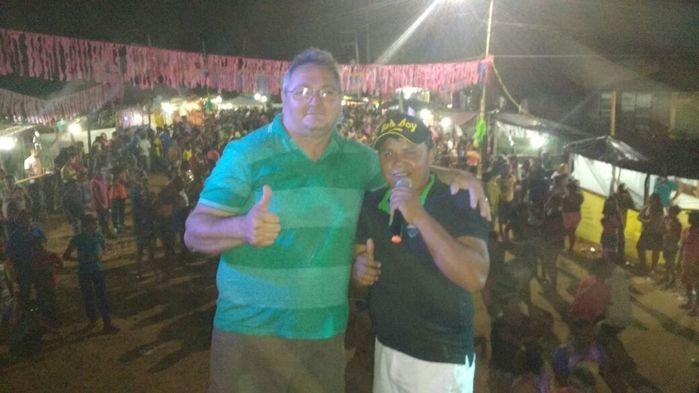 Gílson Moura e vocalista do Forró Charmoso (Crédito: Aristeu Carvalho)