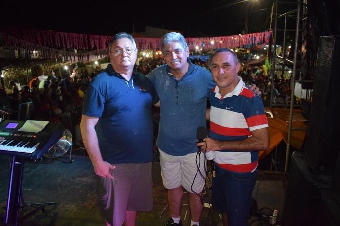 Aristeu Carvalho com o Deputado Carlinhos Florêncio e o Vice-Prefeito Gílson Moura (Crédito: Wagner Medeiros)