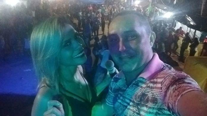 Aristeu Carvalho e a vocalista Selma (Crédito: Aristeu Carvalho)