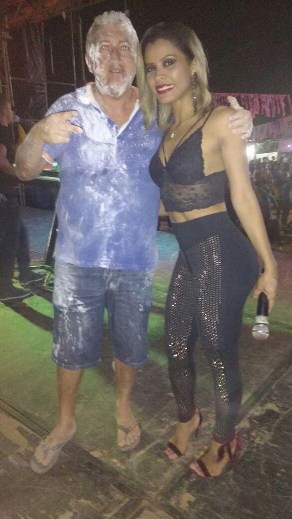 Nenzão e a vocalista Selma (Crédito: Aristeu Carvalho)