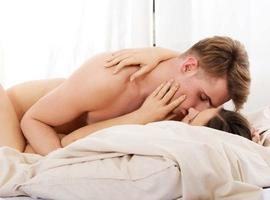 Saiba como potenciar o orgasmo com a ajuda do travesseiro