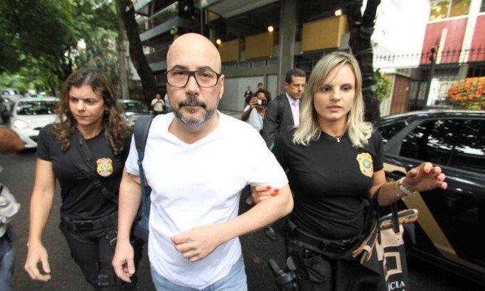 Orlando Diniz é levado para a sede da Polícia Federal  (Crédito: Paulo Nicolella  )