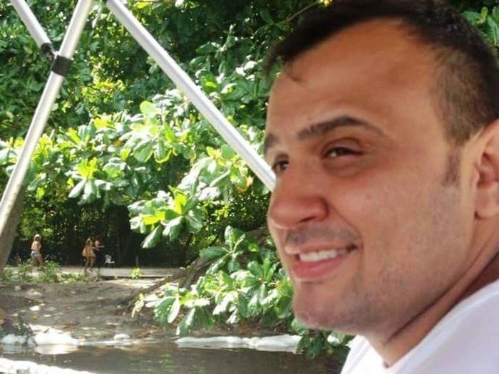 Policial surta e acaba morto em tiroteio após fazer família refém
