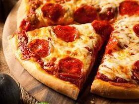Comer pizza no café da manhã é mais saudável que leite com cereal