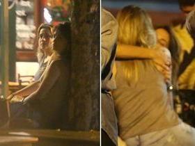 Fernanda Gentil trocas carinhos com a namorada em bar no RJ