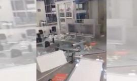 Funcionário surta e tem ataque de fúria em setor de aeroporto no RJ