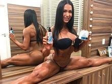 Gracyanne Barbosa choca internautas com flexibilidade em foto