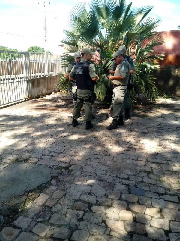 Polícia faz a segurança da região (Crédito: Ronaldo Mota/Tribuna em Foco)