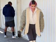 Kim Kardashian fica sem graça após Kanye fazer xixi em via pública
