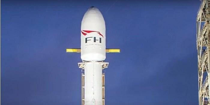 SpaceX prevê 1º lançamento de foguete com carro elétrico como carga