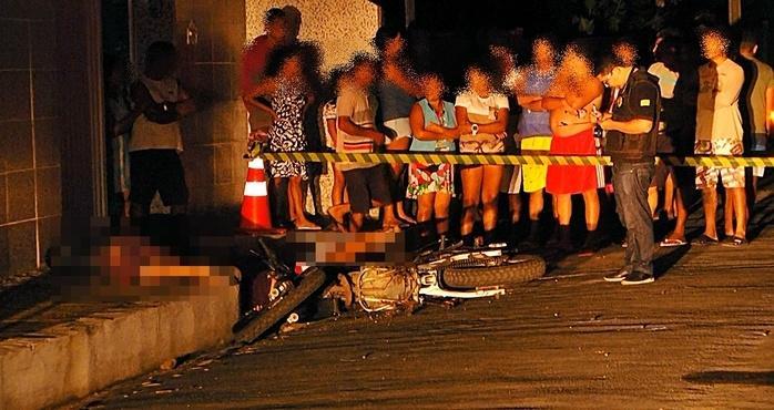 As duas vítimas estavam em uma moto. (Crédito: Kairo Amaral)