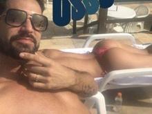 Latino curte hotel de luxo e mostra noiva tomando sol de topless