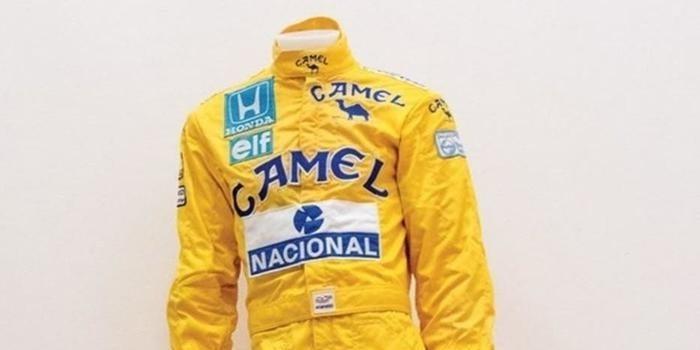 Macacão de Ayrton Senna de sua 1° vitória vai a leilão em Mônaco