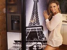 Carla Perez mostra geladeira personalizada com sua foto e de Xanddy