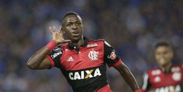 Após gols na libertadores, jornal compara Vinicius Jr. a Ronaldo