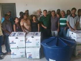 Agricultores recebem kits de irrigação em Santo Inácio