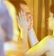 Sérgio Guizé e Bianca Bin são flagrados trocando carinhos em festa