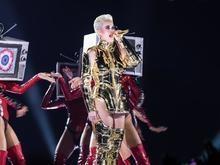 Ladrões tentam roubar veículo com figurinos de Katy Perry no Rio