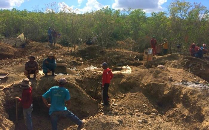 Garimpo irregular foi montado em Santaluz  (Crédito: Dalton Soares/TV Bahia)