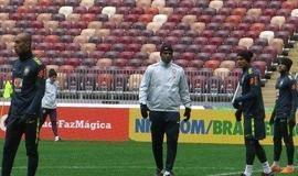 Tite confirma Brasil com Douglas Costa, Thiago Silva durante treino