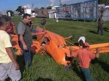 Aeronave monomotor caí na rodovia Presidente Dutra no RJ
