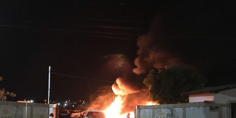 Ceará tem ataques a prédios públicos e 50 veículos queimados