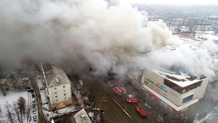 Incêndio em shopping deixou 64 mortos