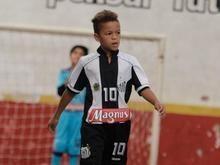 Santos e Palmeiras disputam jovem atleta de nove anos