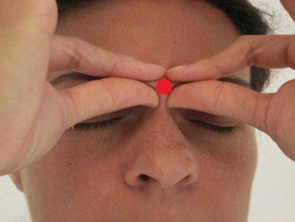Veja o que acontece quando se massagear o centro da testa