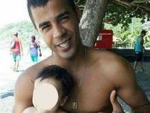 Homem morre ao ser baleado com o filho no colo na Rocinha