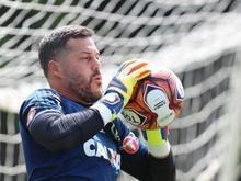 Prestes a estrear no Brasil, Julio Cesar rasga elogios ao clube