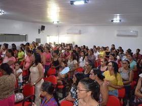 Mulheres de Monsenhor Gil lotam prédio da Câmara em dia de festa