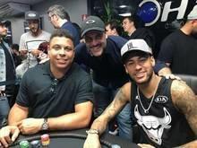Em recuperação, Neymar joga pôquer com Ronaldo e Luxemburgo