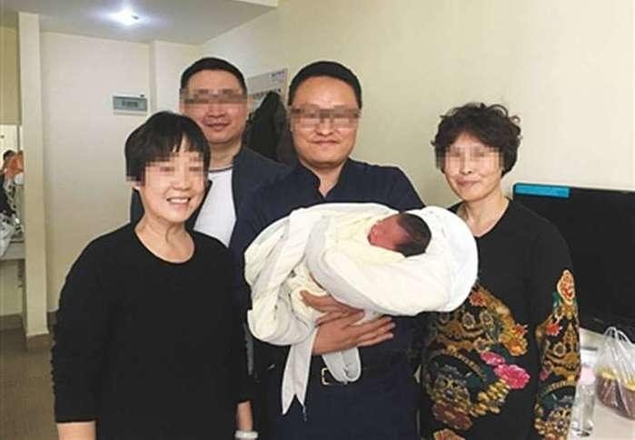 Bebê nasce mais de quatro anos após seus pais morrerem, na China