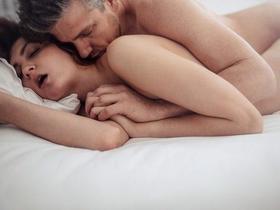 Conchinha: 4 versões da posição mais confortável para sexo anal