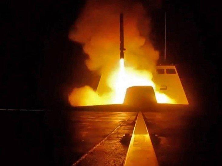 """EUA dizem estar """"totalmente prontos"""" para atacar novamente a Síria"""