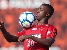 Sem Everton, Vinicius Jr. ganha espaço no Fla e inicia como titular