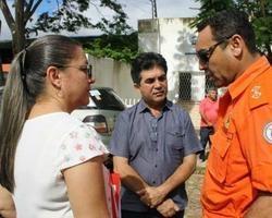 Vilma Amorim e deputado Limma visitam famílias em área de risco