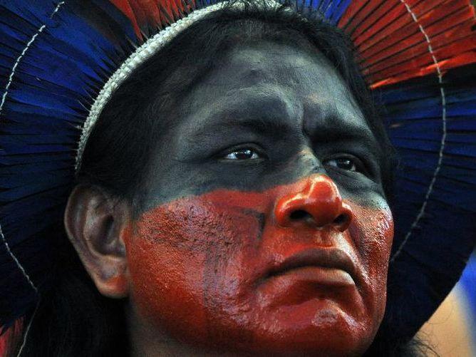 1 milhão de indígenas buscam alternativas para sobreviver no Brasil