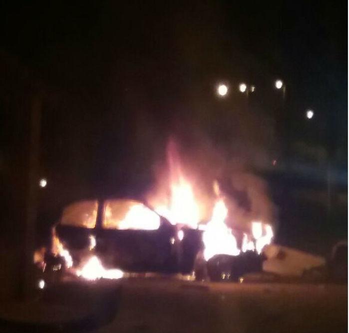 Veículo incendiado na BR-135, no Maranhão