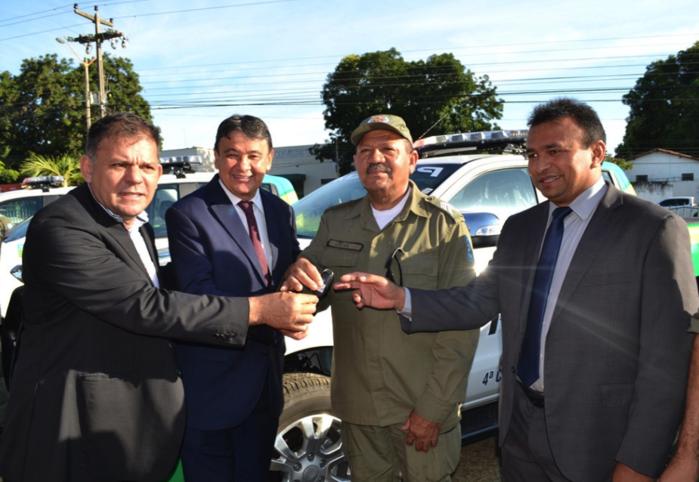 Autoridades entregam viaturas (Crédito: PM-PI/Divulgação)