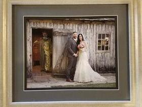 Foto de palhaço assassino em foto de casamento choca noiva