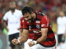 Henrique Dourado assume topo da artilharia do Fla na temporada