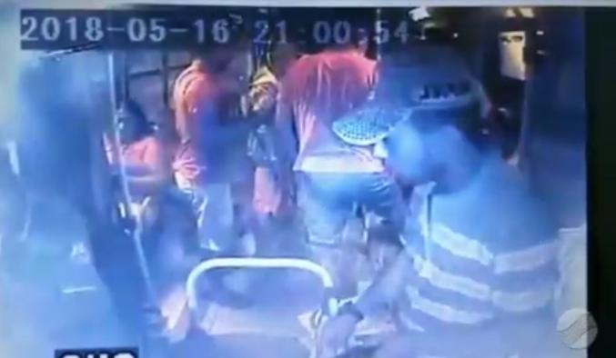 Bandidos agem com violência durante assalto à ônibus em Teresina