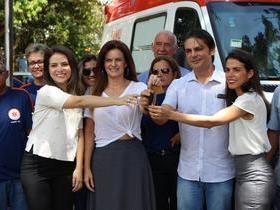 Prefeito Roger Linhares entrega ambulância do SAMU para população