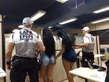 Travestis são presas após tentativa de roubo a turista no RJ