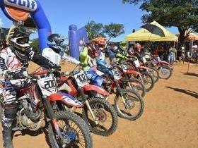 Prova de motocross em Oeiras atrai mais de 80 competidores