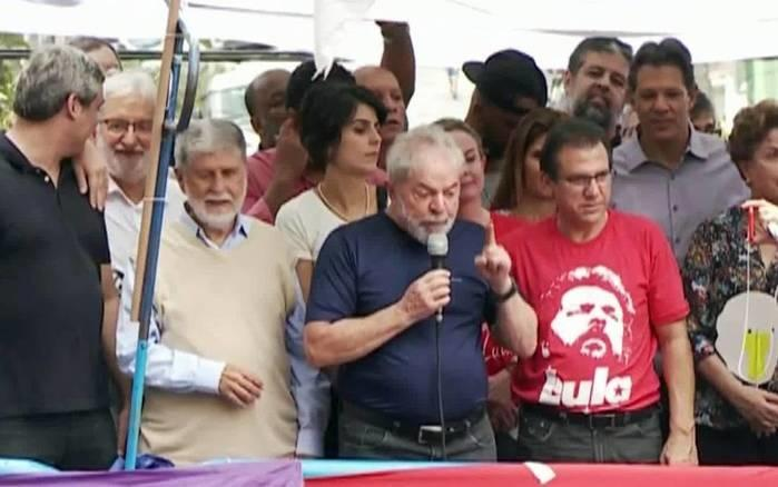 Lula fala pela primeira vez após ordem de prisão