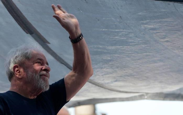 Lula diz que vai se entregar e provar sua inocência: 'Não estou escondido'