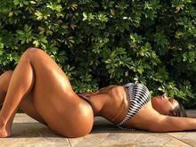 Gracyanne Barbosa posa sensual de biquíni e filosofa na web